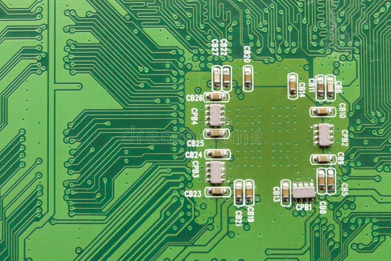 Download Circuito Elettrico Verde Con I Microchip Ed I Transistor Immagine Stock - Immagine di bordo, dati: 30826735