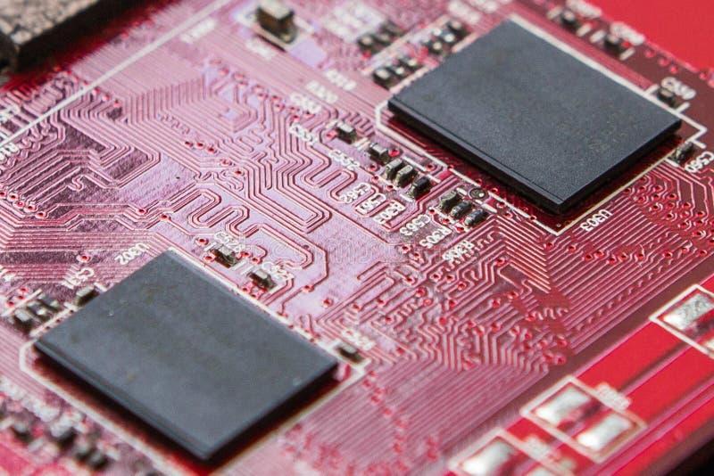 Circuito elettronico rosso immagini stock
