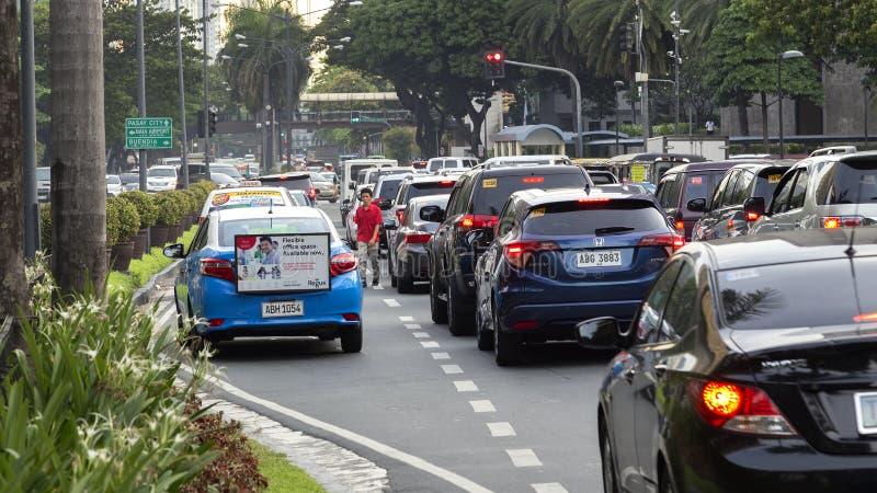 Circulaci?n densa en los caminos de Manila durante la hora punta fotos de archivo