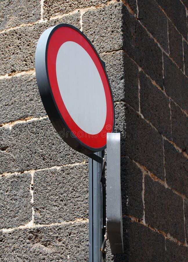 Circulaire aucun signe européen d'entrée marquant sens unique photographie stock libre de droits