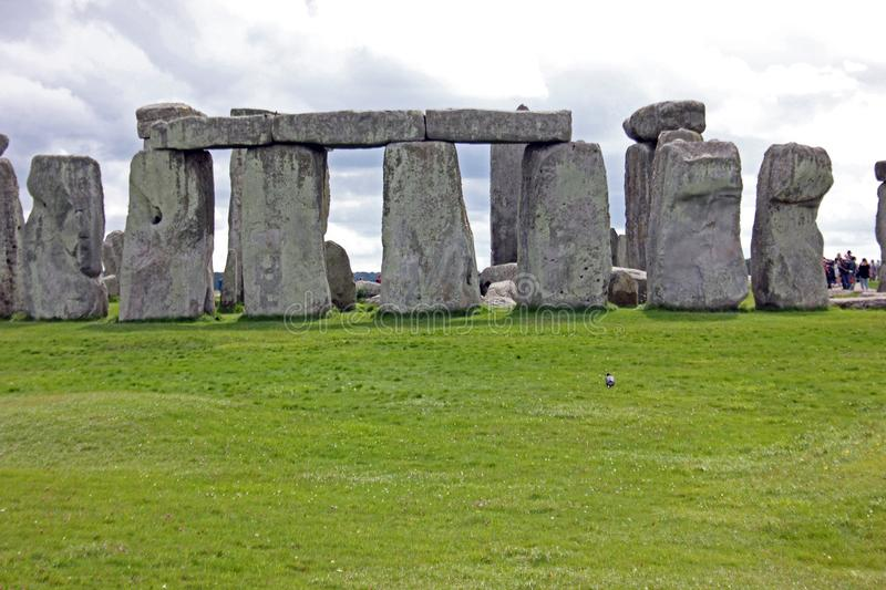 Circular Arrangement Of Stone Blocks, Stonehenge, Southwest England. Stone blocks laid out symmetrically to form a perfect circle at the ancient burial site of stock images