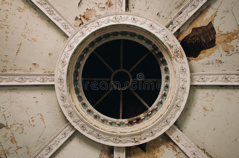 Circular Dome in Derelict Sanctuary - Abandoned First Baptist Church - McKeesport, Pennsylvania royaltyfria foton