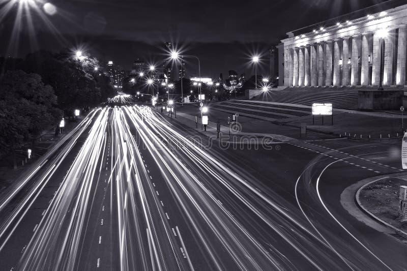 Circulation de nuit à Buenos Aires image libre de droits