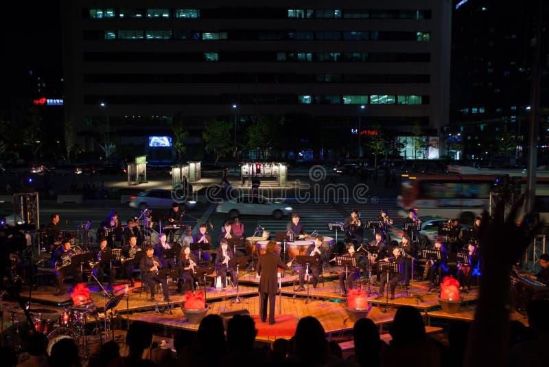 Circulation de rue de concert d'orchestre d'été de Séoul image stock