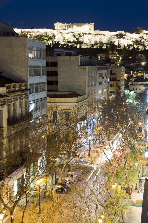 Circulation de véhicule de parthenon de nuit d'Athènes Grèce photo stock