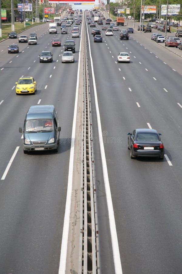 Circulation de véhicules de ville photographie stock libre de droits