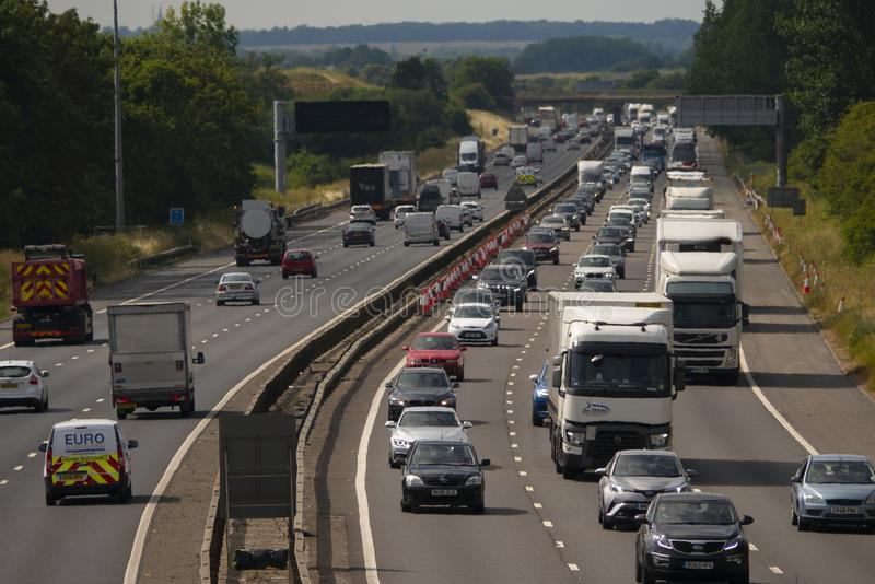 Circulation dense sur l'autoroute M1 photos libres de droits