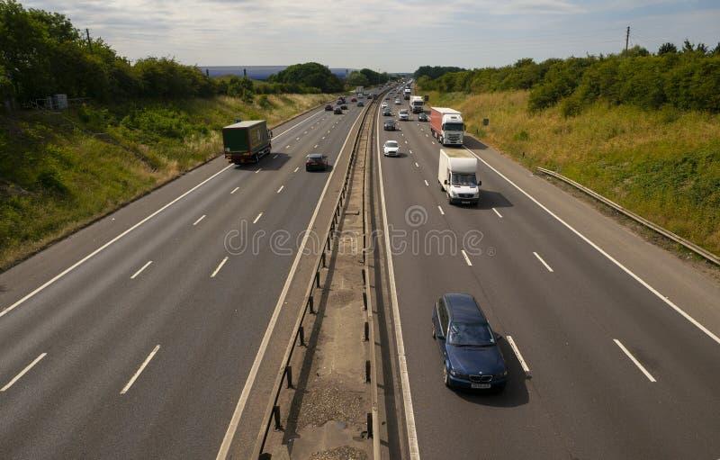 Circulation dense sur l'autoroute M1 image stock