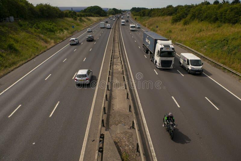 Circulation dense sur l'autoroute M1 photographie stock libre de droits
