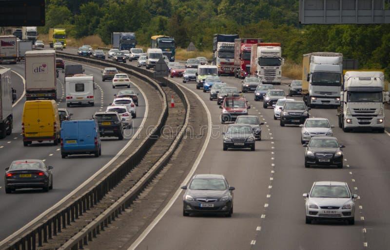 Circulation dense sur l'autoroute M1 image libre de droits