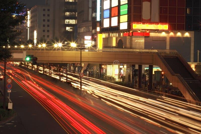 Circulation urbaine de nuit image stock