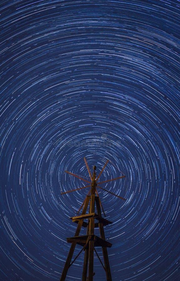 Circumpolair rond houten windmolen royalty-vrije stock afbeeldingen
