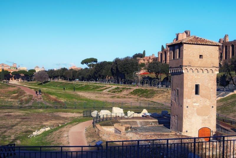 Circus Maximus Circo Massimo - het oude die Roman blokkenwagen het rennen stadion en trefpunt van het massavermaak in Rome wordt  stock foto's