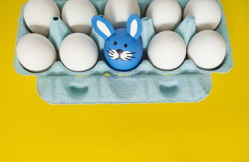 circus O conceito da Páscoa com os ovos feitos a mão bonitos e alegres imagens de stock