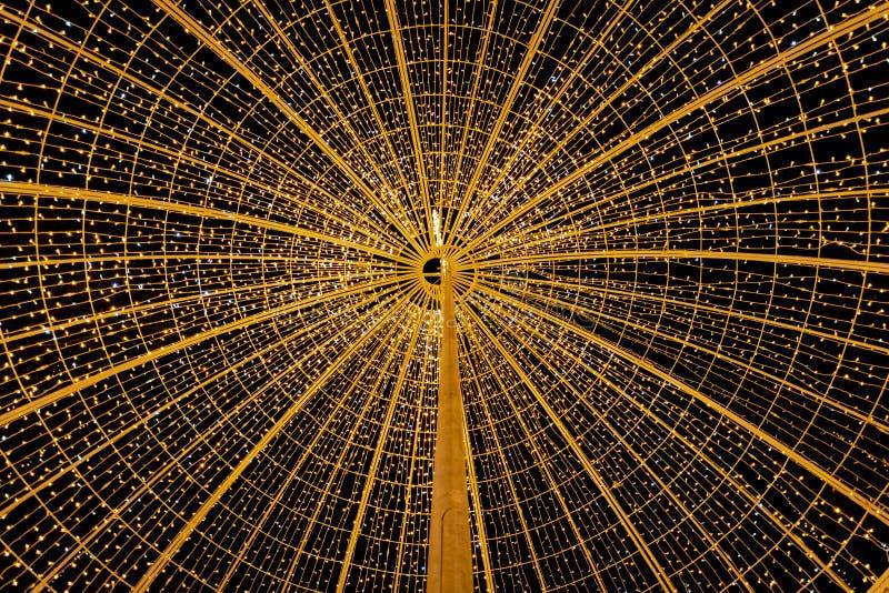 Cirkel av ljust - gul stjärna i natten royaltyfria foton