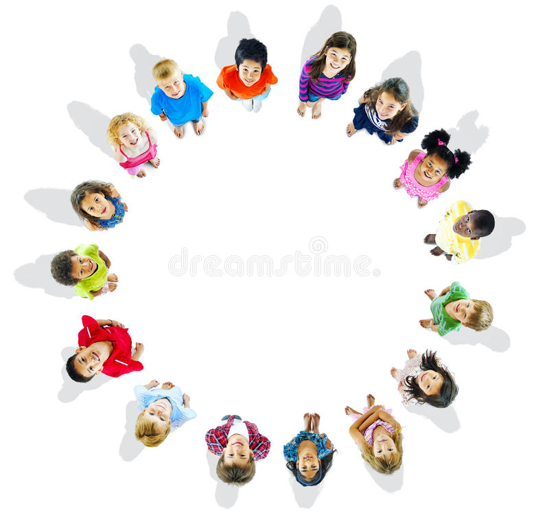 Cirkel van het Vrolijke Kinderen spelen stock afbeelding