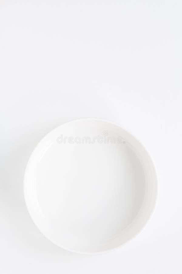 Cirkel witte die plaat over wit wordt geïsoleerd royalty-vrije stock fotografie