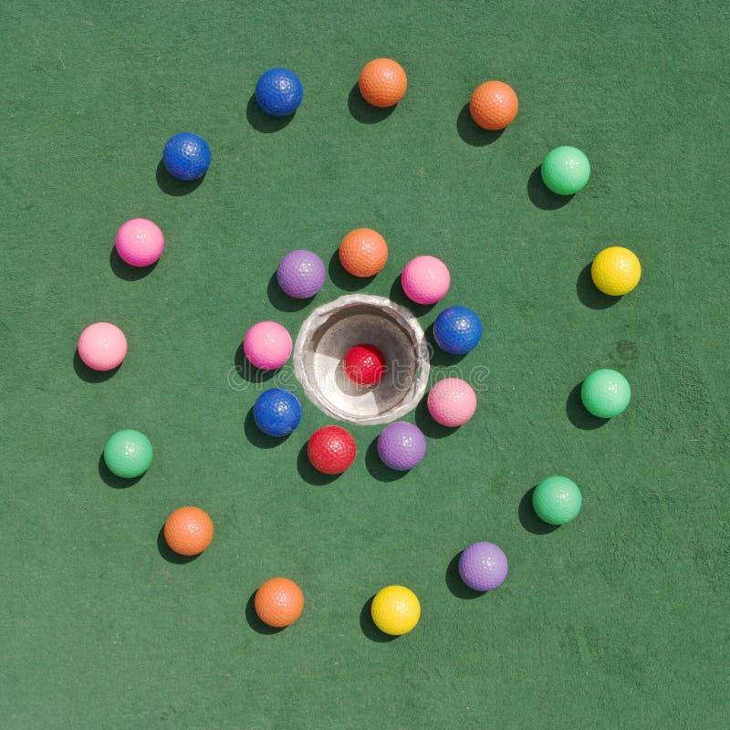 cirkelgolfballs royaltyfri bild