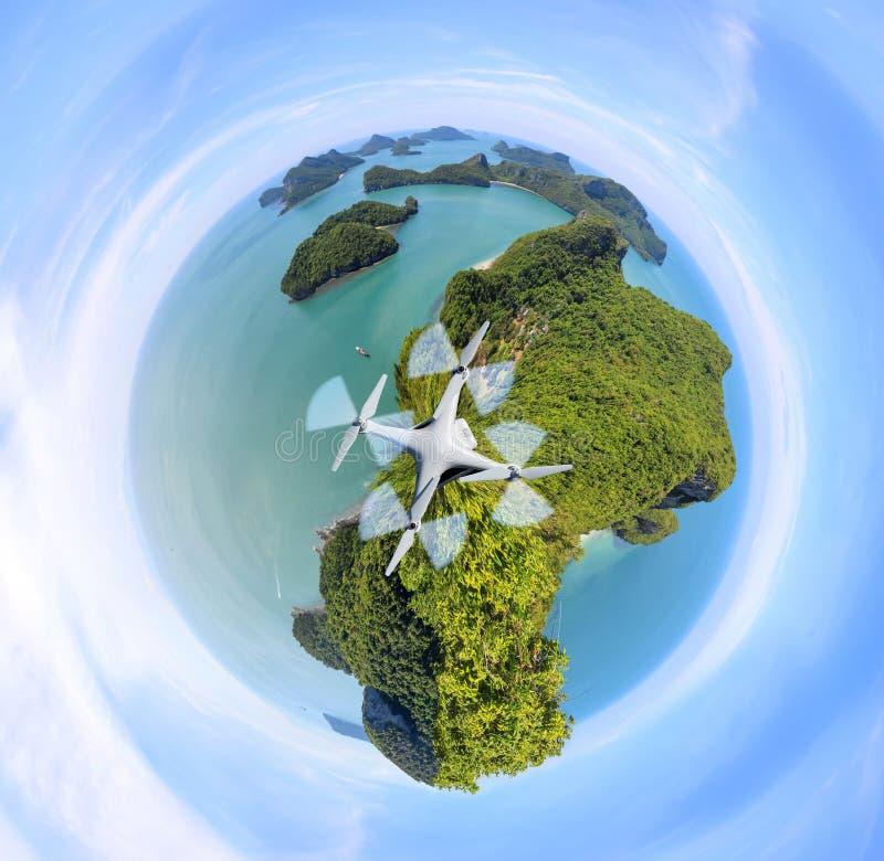 Cirkelgräsplanplanet, panoramasikt av ang-läderremön, skärgård i Thailand arkivbilder
