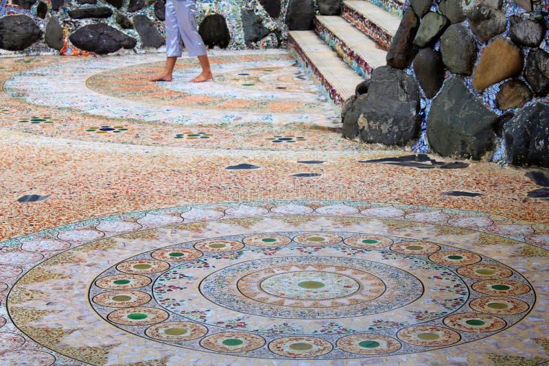 Cirkelmozaïekmandalas op de vloer van Pha Sorn Kaew, Khao Kor, Phetchabun, Thailand stock fotografie