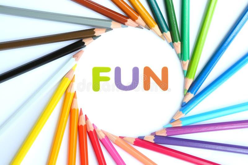 Cirkeln färgade blyertspennor med alfabetsvampgummi av text stock illustrationer