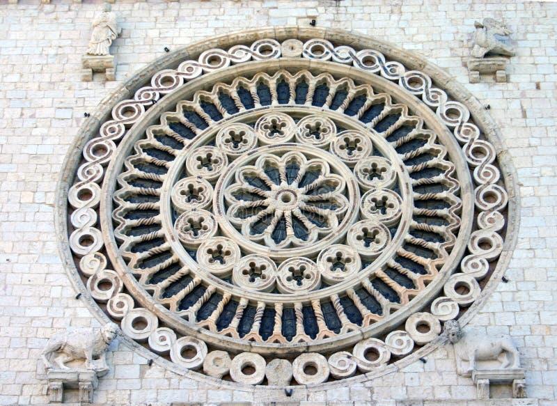 Cirkelrose window bij Ingang van Pauselijke Basiliek van St. Francis van Assisi royalty-vrije stock afbeeldingen