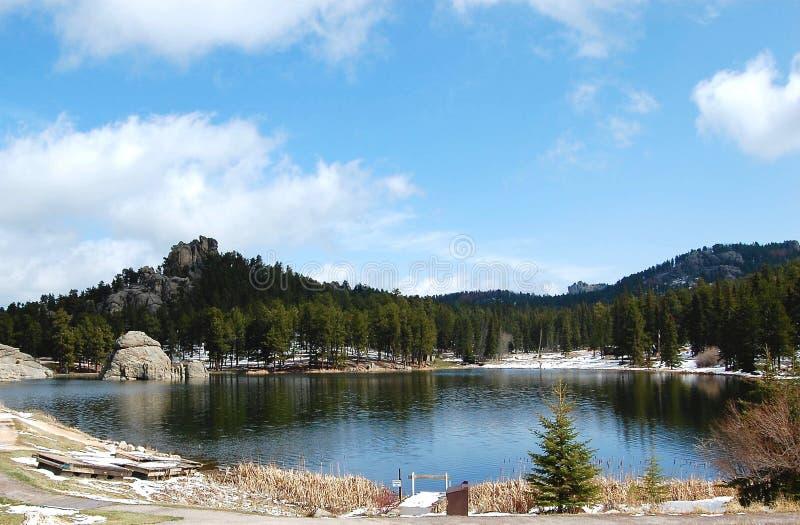 Cirkelsylvan lake thawing for spring stock fotografie