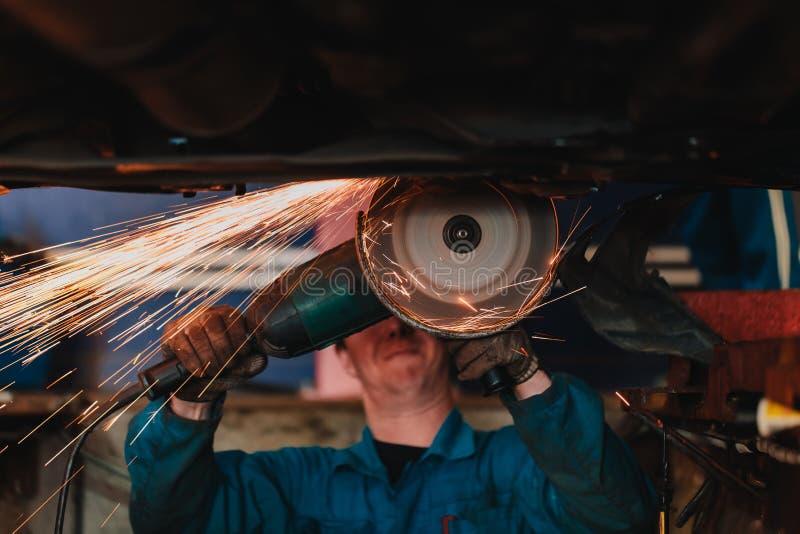 Cirkelzaag scherp staal met gespleten brand royalty-vrije stock afbeelding