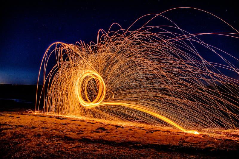 Cirklar för stålull på stranden fotografering för bildbyråer