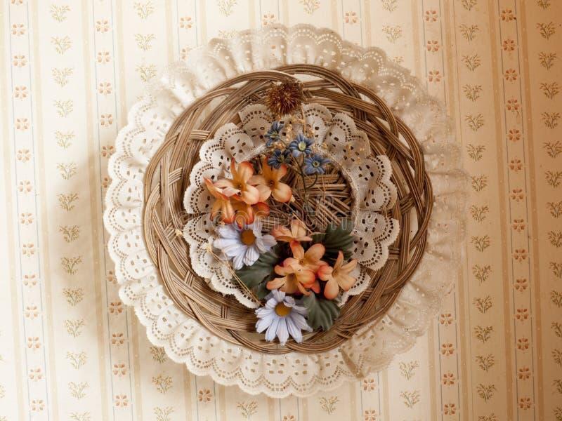 Cirkuläret snör åt, blom- och vide- väggskärm arkivfoto