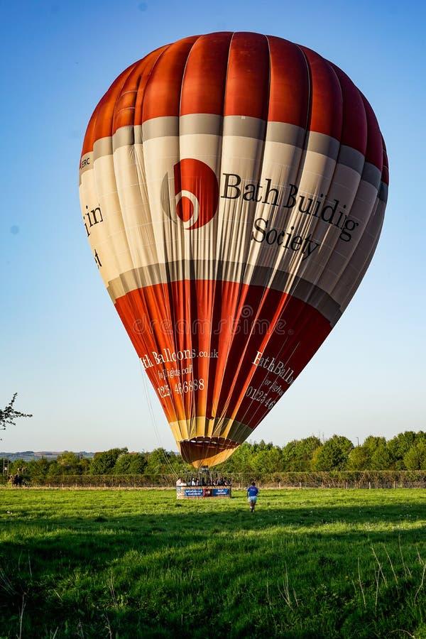 cirkus f?r luftballongbealton som flyger den varma photgrphed showen va royaltyfria foton
