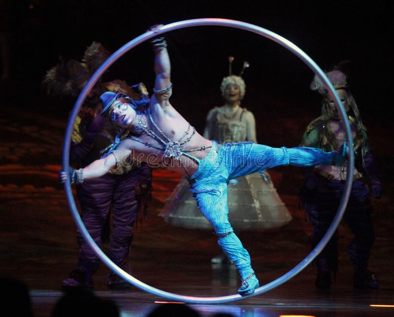 Cirque du Soleil führt ` Alegria-` durch stockbilder