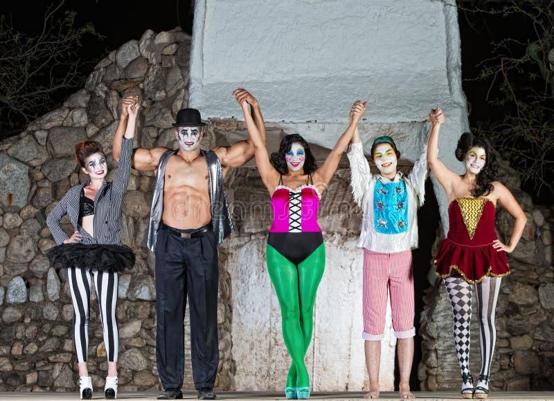Cirque felice Clowns in scena immagine stock libera da diritti