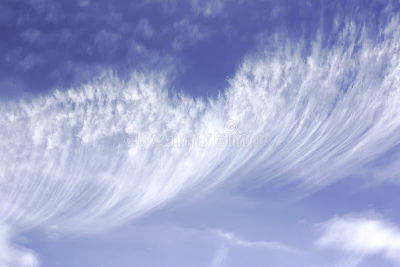 Cirrus-Wolke lizenzfreies stockfoto