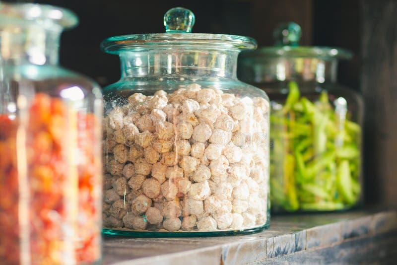 Ciruelo salado en un vidrio lejos en el mercado imagenes de archivo