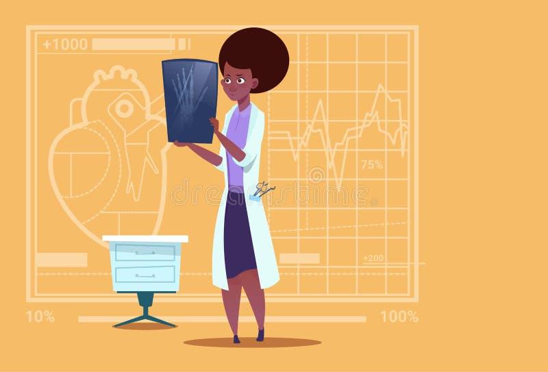 Cirugía afroamericana femenina del hospital del trabajador de las clínicas del doctor Examining Xray Medical ilustración del vector