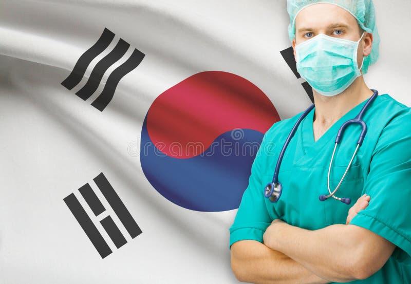 Cirujano con la bandera nacional en la serie del fondo - Corea del Sur foto de archivo