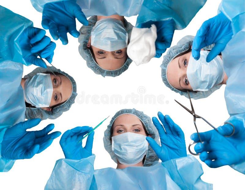 Cirurgião bonito da mulher foto de stock