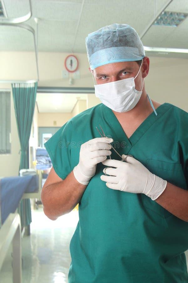 Cirurgião masculino no hospital fotografia de stock royalty free