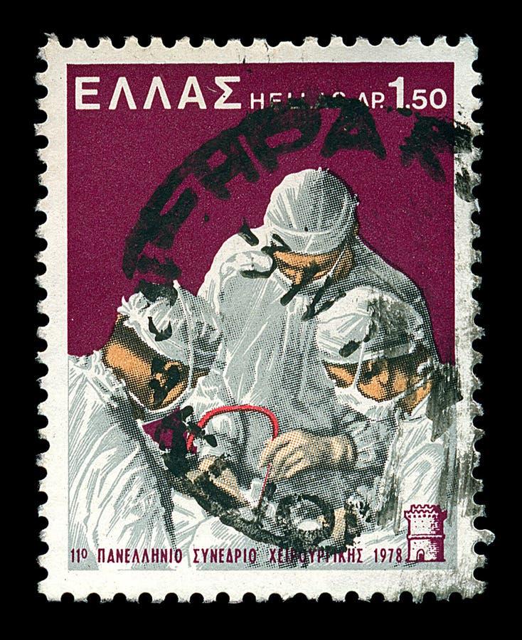 Cirurgiões que executam o selo de porte postal do vintage da cirurgia imagens de stock royalty free