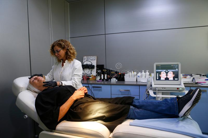 Cirurgia da clínica do tratamento da pele do centro da beleza largamente fotografia de stock royalty free