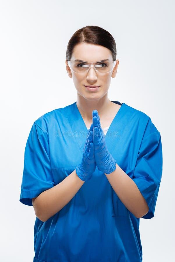 Cirurgia de espera do doutor fêmea seguro imagens de stock