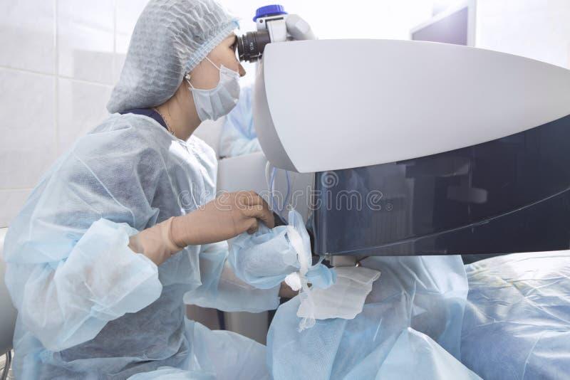 Cirurgia do laser para a correção da visão fotos de stock