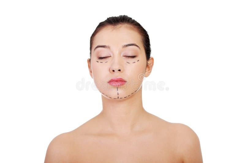 Cirurgia rcosmetic marcada das FO da mulher para fora. fotos de stock royalty free