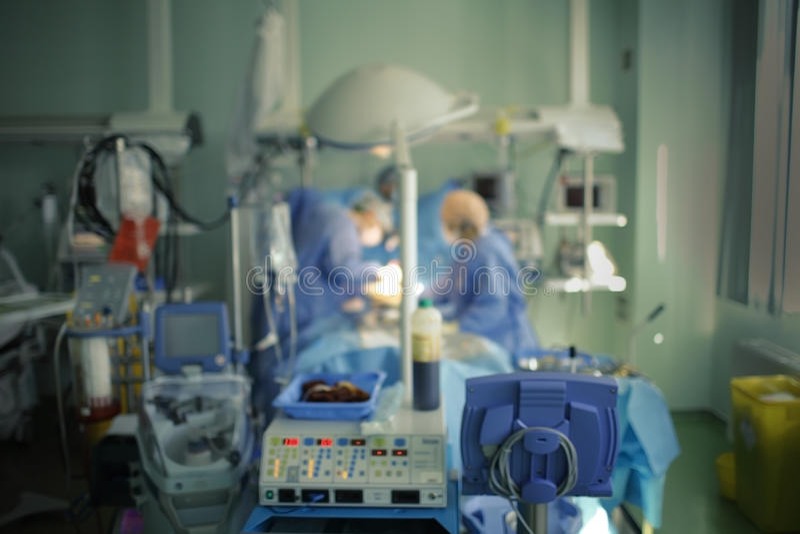 Cirurgia urgente no ICU, fundo unfocused fotografia de stock royalty free