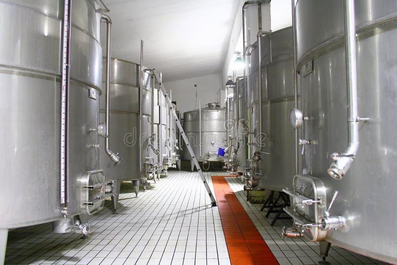 Cisterna grande para el almacenaje del vino fotos de archivo