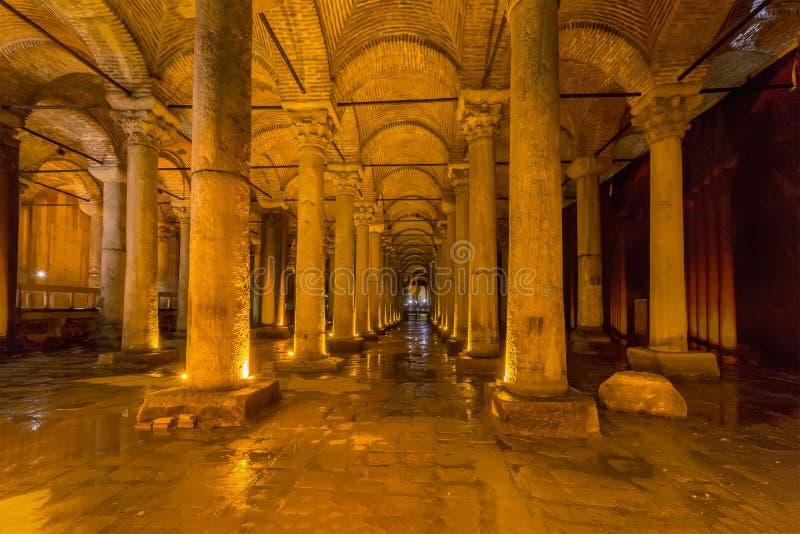 Cisterna subterráneo Yerebatan Sarnici de la basílica en Estambul, Turquía foto de archivo libre de regalías