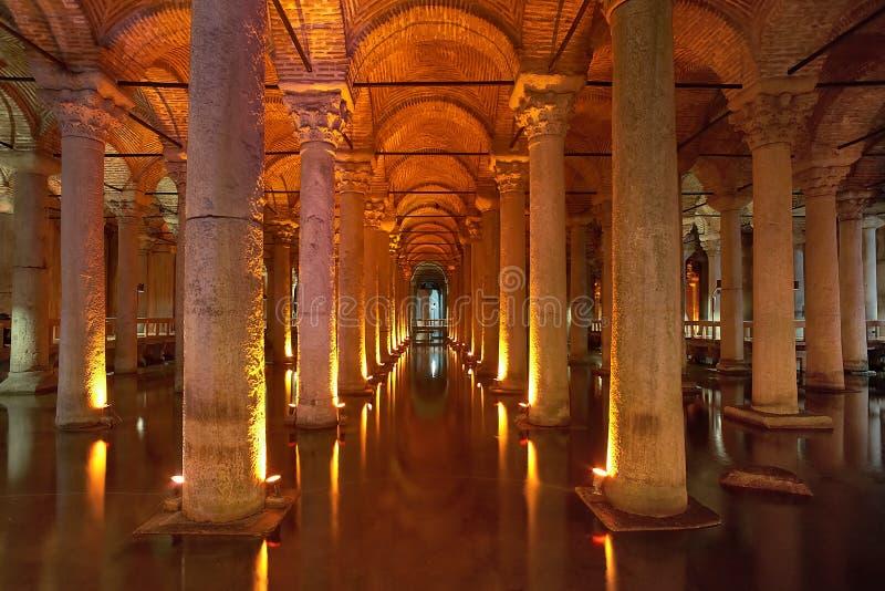 Cisterna subterrânea da basílica em Istambul fotografia de stock
