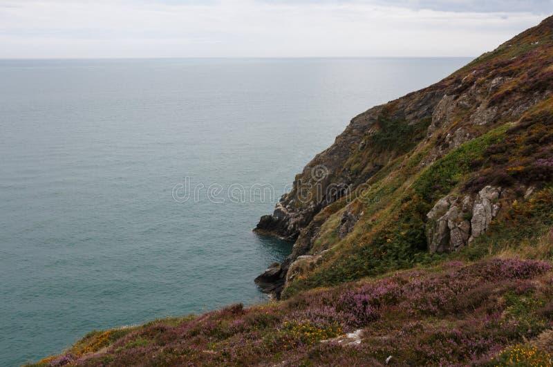 Cisza i spokój nad dzikim brzegowym Irlandia i obraz stock
