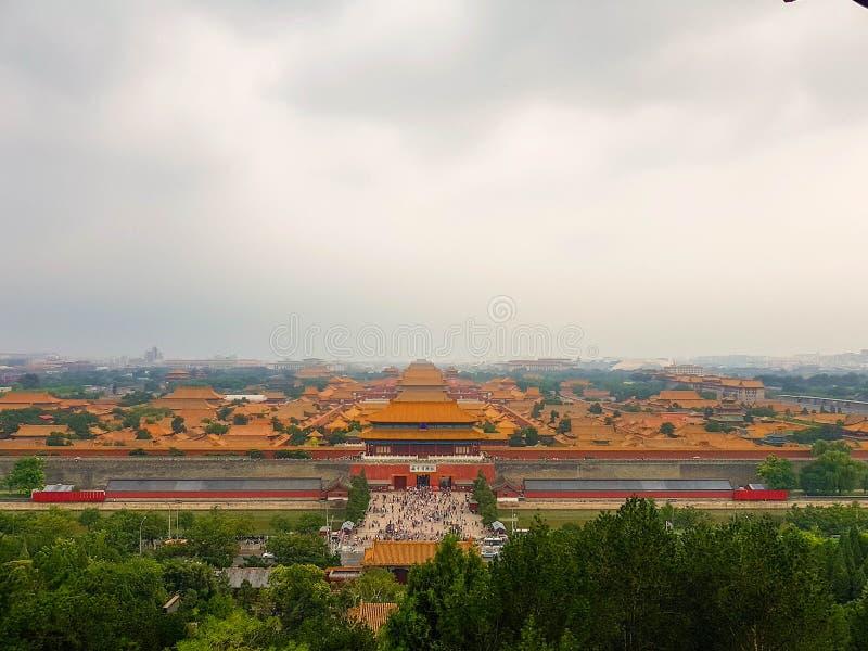 Cité interdite dans Pékin - vue de la colline images stock